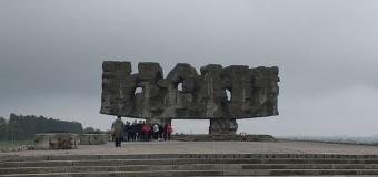 Wycieczka klas ósmych do Miejsca Pamięci Narodowej