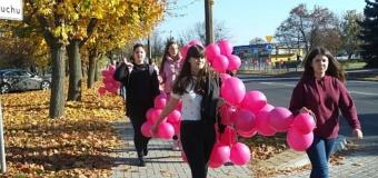 Wolontariusze na Marszu różowej wstążki
