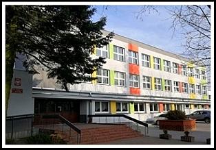 Budynek szkoły przy ul. Szkolnej 53