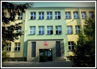 Budynek szkoły przy ul. Piłsudskiego 12
