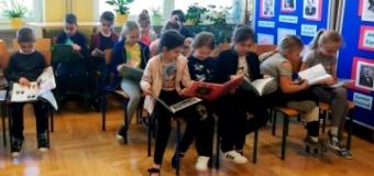 Wizyta uczniów klas I w bibliotece szkolnej